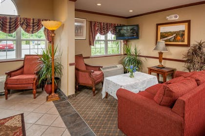 Lobby Lounge | Microtel Inn & Suites by Wyndham Beckley East