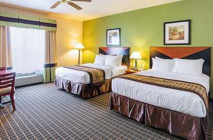 Guestroom | Clarion Inn & Suites Weatherford South