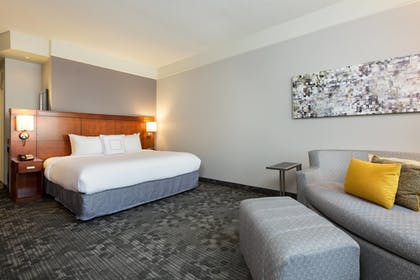 Guestroom | Courtyard by Marriott Houston by the Galleria
