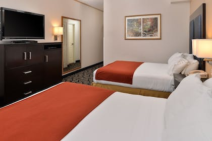 Guestroom | Holiday Inn Express Tacoma South Lakewood