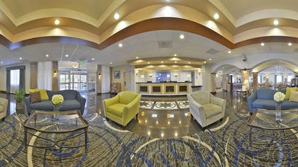 Lobby | Holiday Inn Express Tacoma South Lakewood