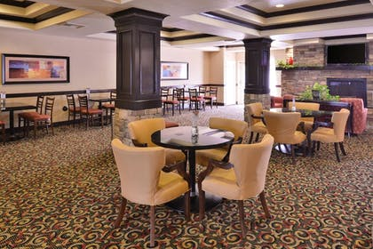 Restaurant | Holiday Inn Express Hotel & Suites Lincoln