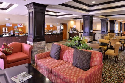 Lobby Sitting Area | Holiday Inn Express Hotel & Suites Lincoln