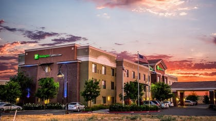 Featured Image | Holiday Inn Express Hotel & Suites Lincoln