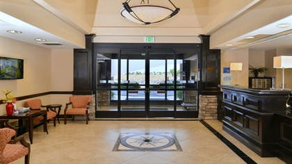 Interior | Holiday Inn Express Hotel & Suites Lincoln