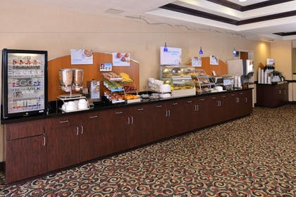 Breakfast Area | Holiday Inn Express Hotel & Suites Lincoln