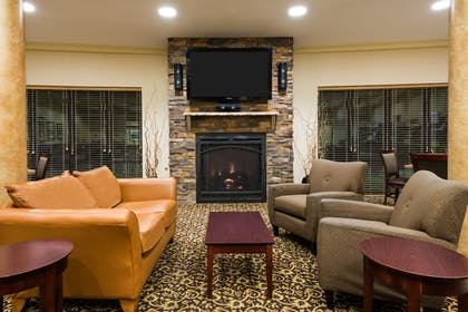 Lobby | Holiday Inn Express & Suites Rochester Webster