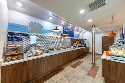 Restaurant | Holiday Inn Exp Hotel & Suites Fort Worth I-35 Western Ctr