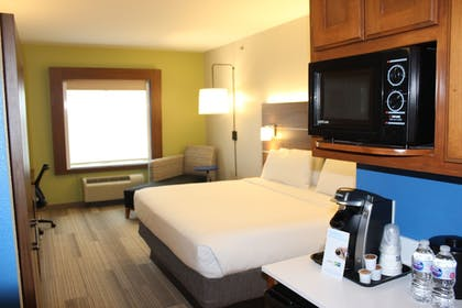 Guestroom | Holiday Inn Express & Suites Mansfield