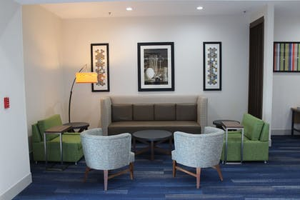 Lobby Lounge | Holiday Inn Express & Suites Mansfield