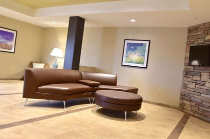 Lobby Sitting Area   Candlewood Suites Bowling Green
