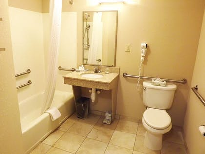 Bathroom | Candlewood Suites Warner Robins/Robins AFB