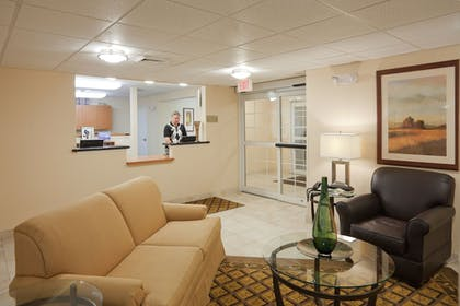 Lobby | Candlewood Suites Lafayette