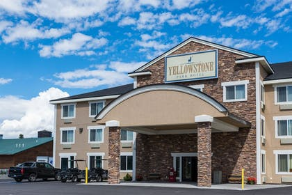 Hotel Front | Yellowstone Park Hotel
