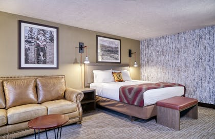 Featured Image   Yellowstone Park Hotel