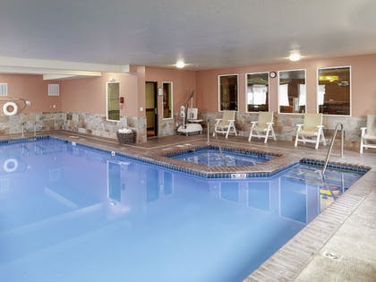 Pool | Yellowstone Park Hotel