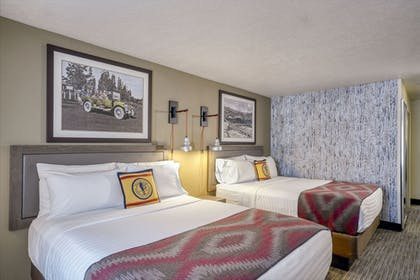 Guestroom   Yellowstone Park Hotel