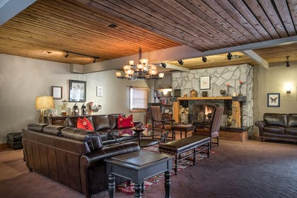 Lobby | Sweetwater Lift Lodge