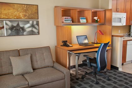 Guestroom | TownePlace Suites by Marriott Medford