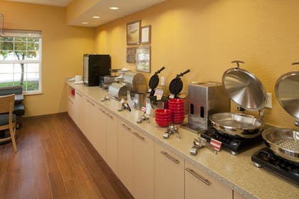 Restaurant | TownePlace Suites by Marriott Medford