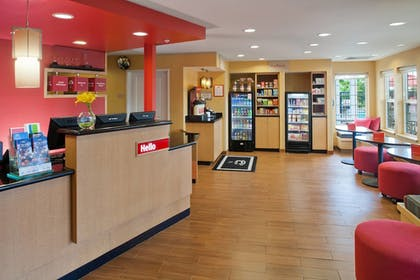 Lobby | TownePlace Suites by Marriott Medford