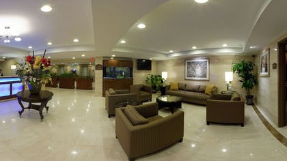 Lobby Sitting Area | Holiday Inn Express Maspeth