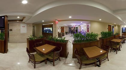 Breakfast Area | Holiday Inn Express Maspeth