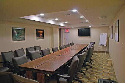 Meeting Facility | Holiday Inn Express Maspeth