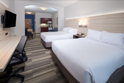Guestroom | Holiday Inn Express Hotel & Suites Detroit - Utica