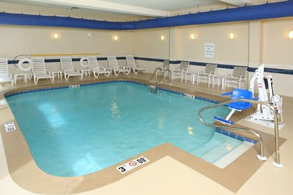 Pool | Holiday Inn Express & Suites Mobile West - I-65