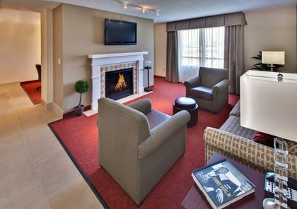 | Executive Suite, 1 King Bed, Non Smoking (Queen Pullout) | Holiday Inn & Suites Jordan Creek