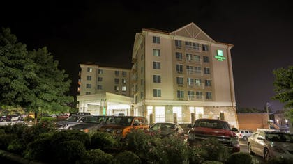 Hotel Front | Holiday Inn & Suites Asheville Downtown