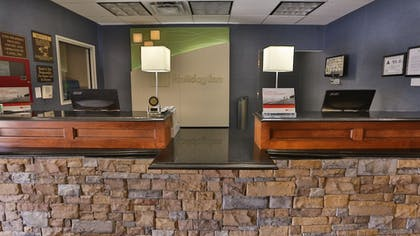 Lobby | Holiday Inn & Suites Asheville Downtown