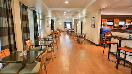 Dining | Holiday Inn & Suites Asheville Downtown