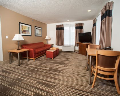 Living Area | Northfield Inn, Suites & Conference Center