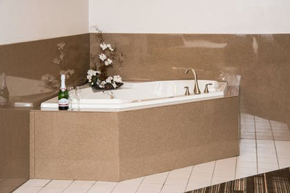 Jetted Tub | Northfield Inn, Suites & Conference Center