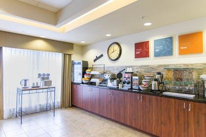 Food Court | Comfort Inn & Suites Airport
