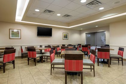 Breakfast Area | Comfort Inn & Suites Airport