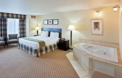 Guestroom | Holiday Inn Express Hotel & Suites, a Marysville
