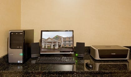 Business Center | Holiday Inn Express Hotel & Suites Rochester