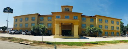 Hotel Front   La Quinta Inn & Suites by Wyndham Fort Smith