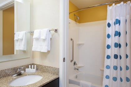 Bathroom | TownePlace Suites by Marriott - Des Moines Urbandale