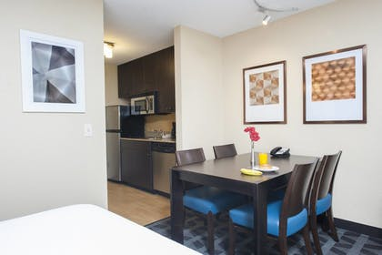 Guestroom | TownePlace Suites by Marriott - Des Moines Urbandale