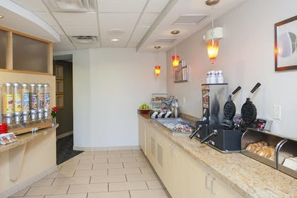 Restaurant | TownePlace Suites by Marriott - Des Moines Urbandale