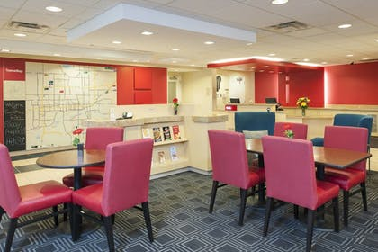 Lobby | TownePlace Suites by Marriott - Des Moines Urbandale