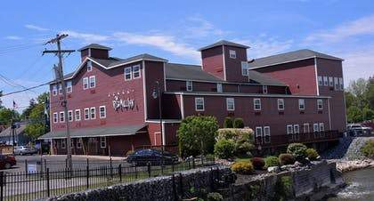 Hotel Front   The Red Mill Inn