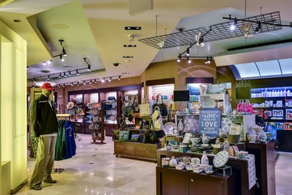 Gift Shop | The Fox Tower at Foxwoods