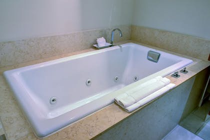 Jetted Tub | The Fox Tower at Foxwoods
