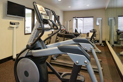 Fitness Facility | Holiday Inn Express & Suites Cherry