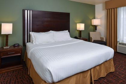 Guestroom | Holiday Inn Express & Suites Cherry